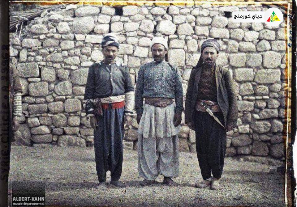 صورة نادرة من 1921 لثلاثة رجال كورد من عفرين باللباس الفلكوري
