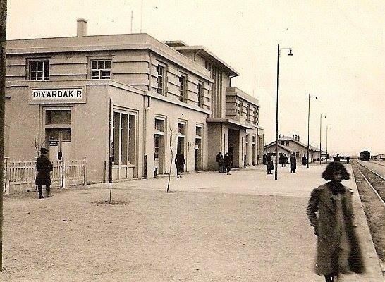 محطة القطارات في مدينة آمد