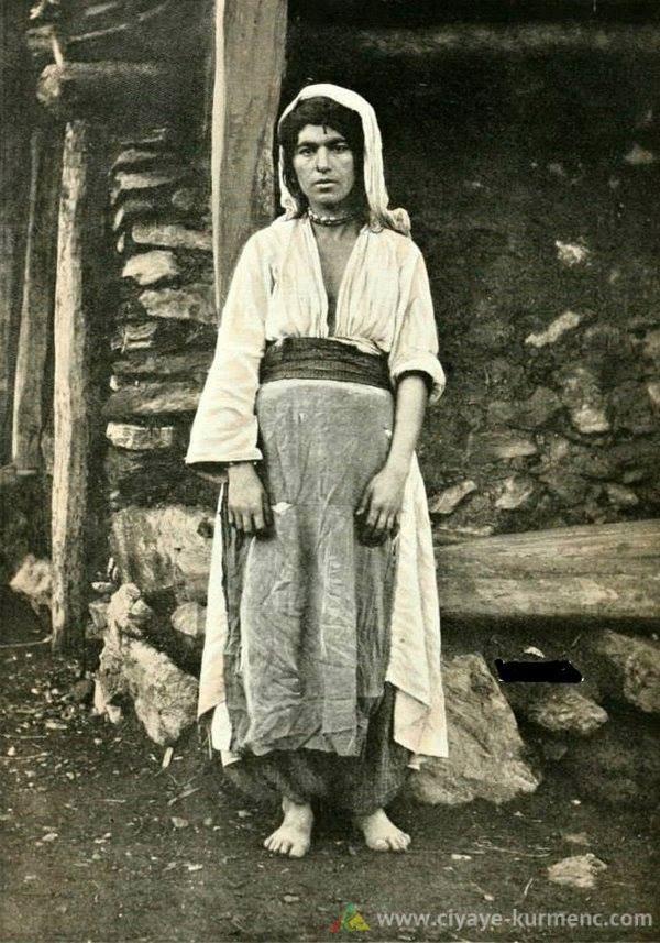 إمرأة كوردية من مدينة موش إمرأة كوردية من مدينة موش