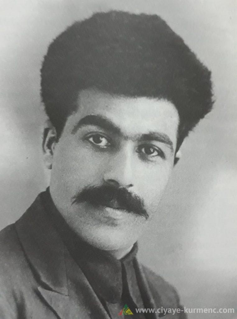 جاسم جليل شاعر ومترجم وباحث في التراث الكردي